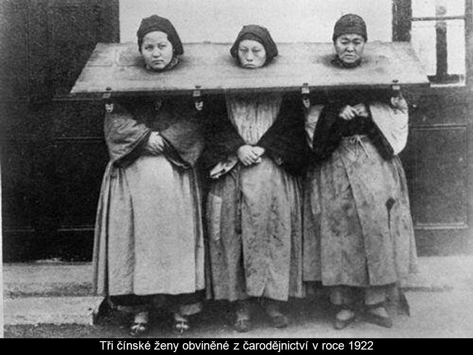 Tři čínské ženy obviněné z čarodějnictví v roce 1922