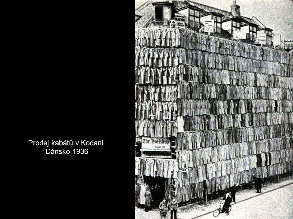 Prodej kabátů v Kodani. Dánsko 1936