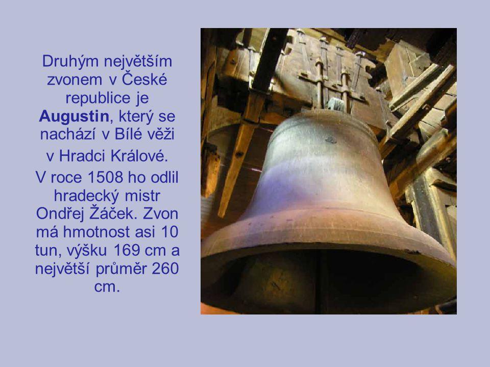 Druhým největším zvonem v České republice je Augustin, který se nachází v Bílé věži
