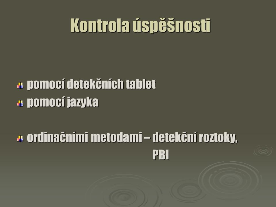 Kontrola úspěšnosti pomocí detekčních tablet pomocí jazyka