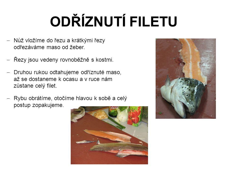 Odříznutí filetu Nůž vložíme do řezu a krátkými řezy odřezáváme maso od žeber. Řezy jsou vedeny rovnoběžně s kostmi.