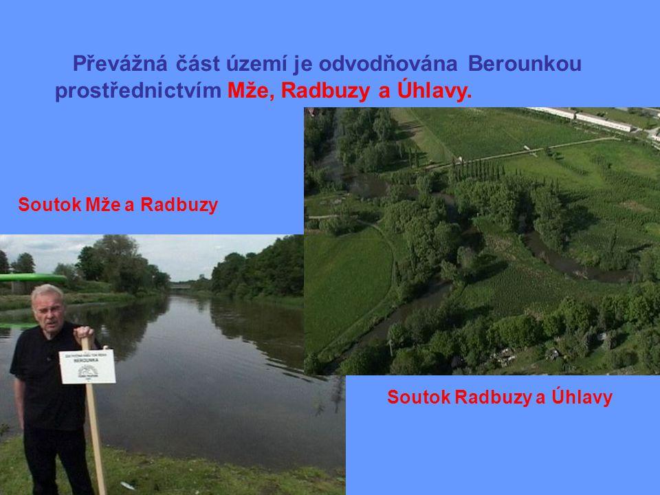 Převážná část území je odvodňována Berounkou