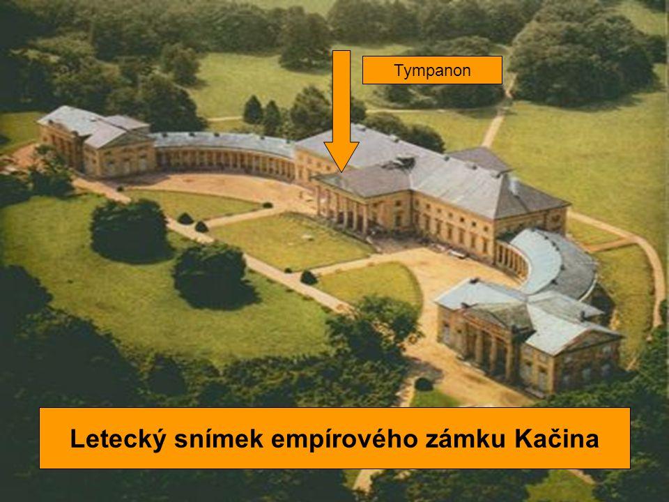 Letecký snímek empírového zámku Kačina