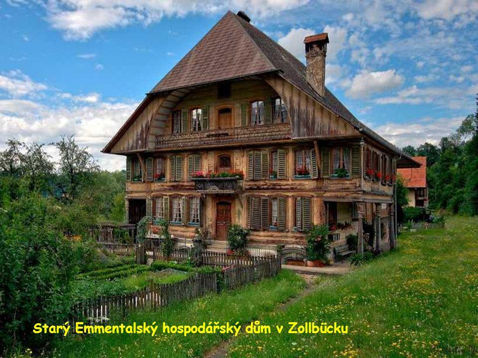 Starý Emmentalský hospodářský dům v Zollbücku