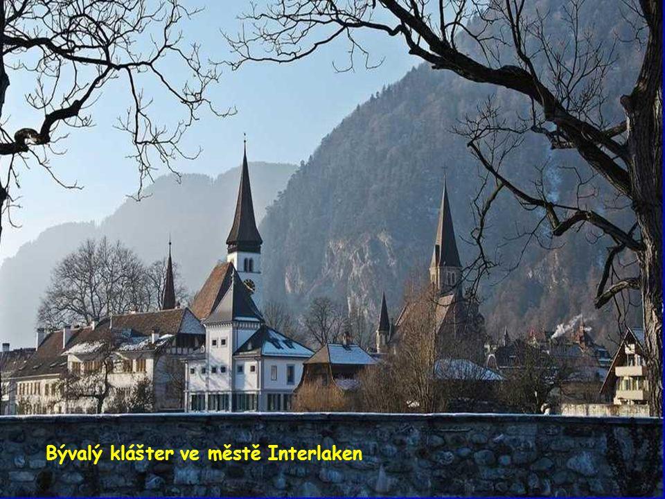 Bývalý klášter ve městě Interlaken