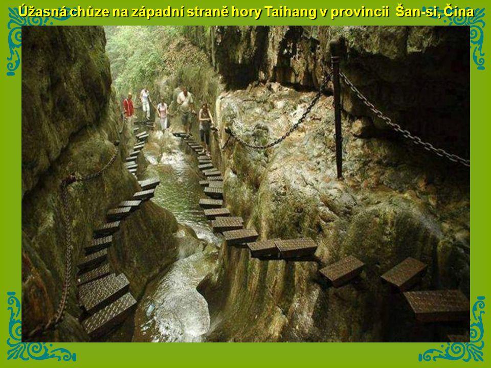 Úžasná chůze na západní straně hory Taihang v provincii Šan-si, Čína