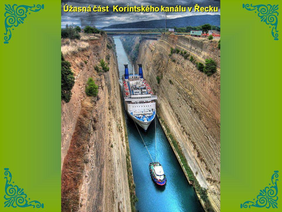 Úžasná část Korintského kanálu v Řecku