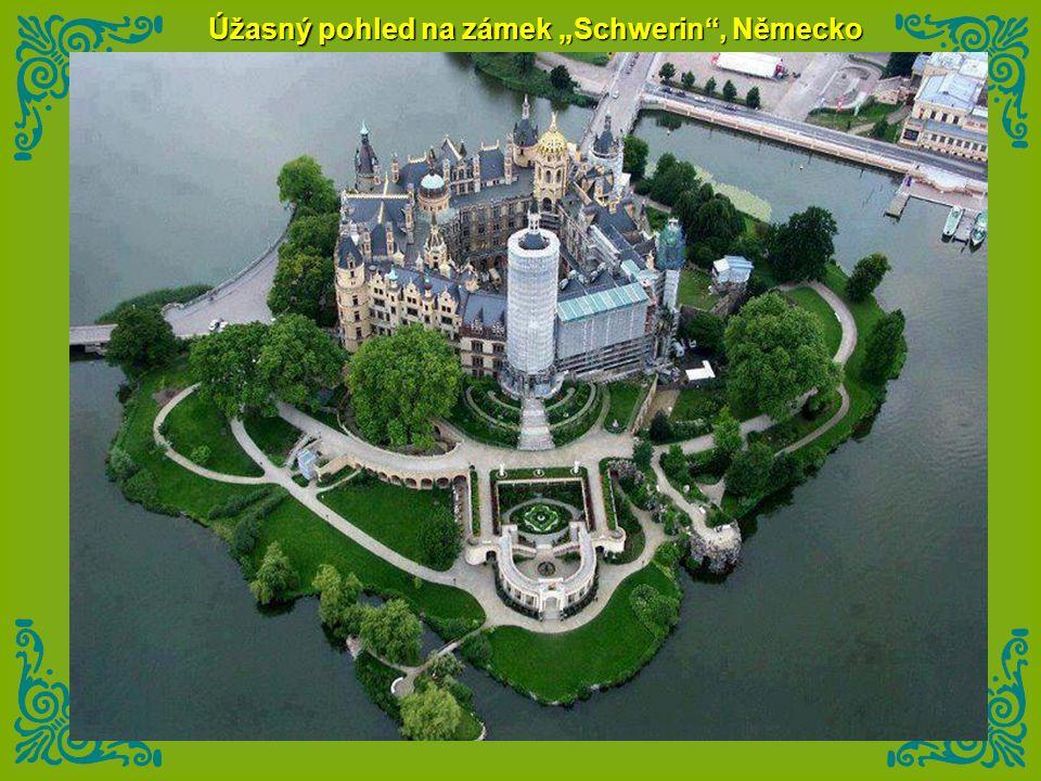 """Úžasný pohled na zámek """"Schwerin , Německo"""
