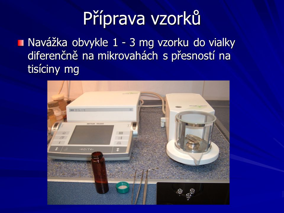 Příprava vzorků Navážka obvykle 1 - 3 mg vzorku do vialky diferenčně na mikrovahách s přesností na tisíciny mg.