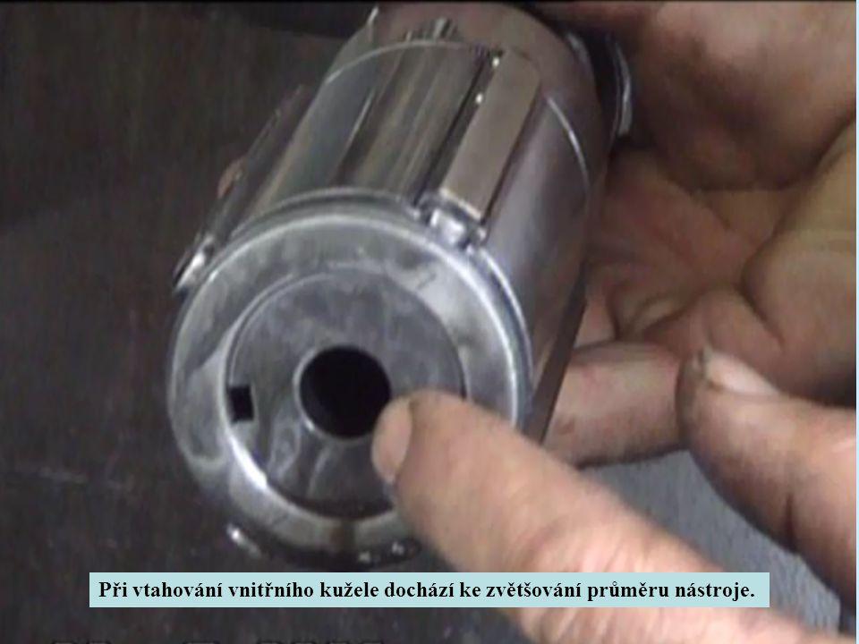 Při vtahování vnitřního kužele dochází ke zvětšování průměru nástroje.