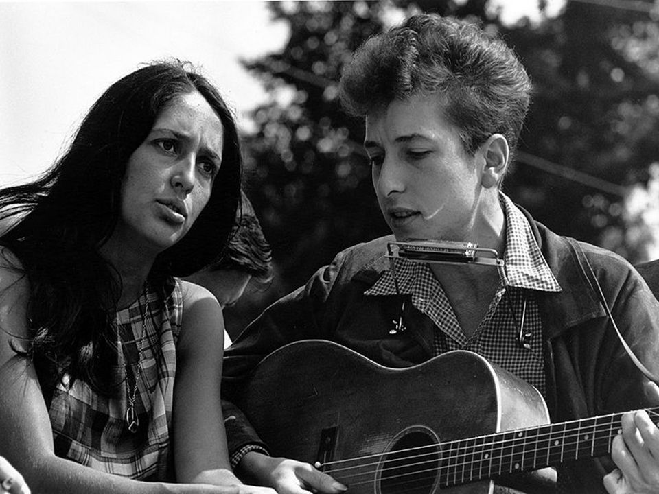 http://cs.wikipedia.org/wiki/Soubor:Joan_Baez_Bob_Dylan.jpg