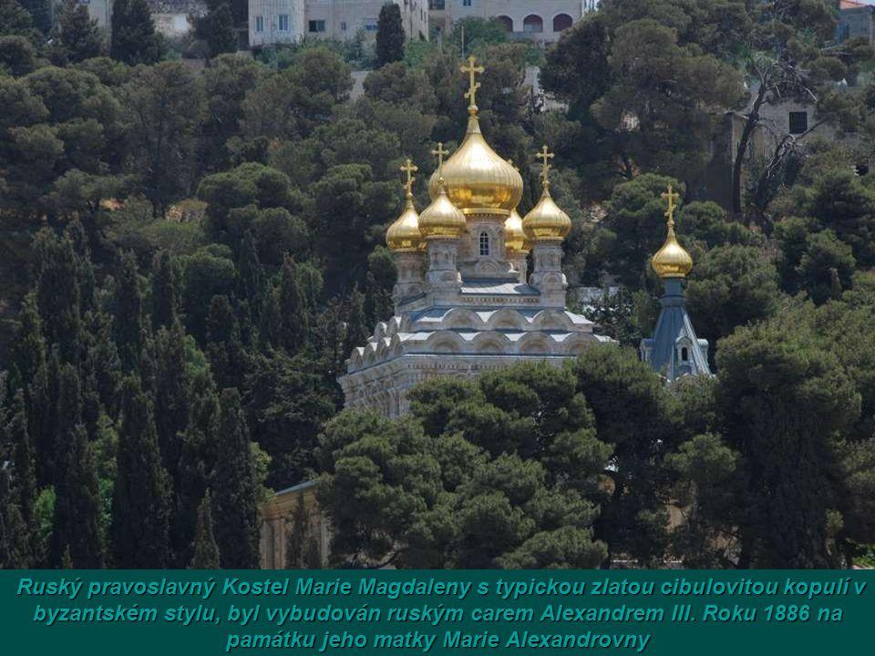 Ruský pravoslavný Kostel Marie Magdaleny s typickou zlatou cibulovitou kopulí v byzantském stylu, byl vybudován ruským carem Alexandrem III.