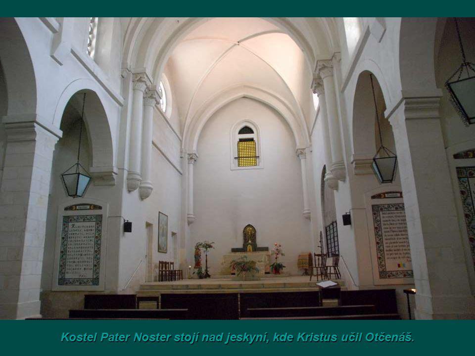 Kostel Pater Noster stojí nad jeskyní, kde Kristus učil Otčenáš.