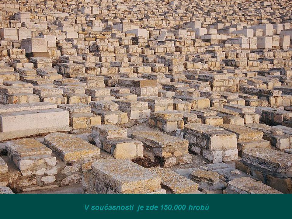 V současnosti je zde 150.000 hrobů