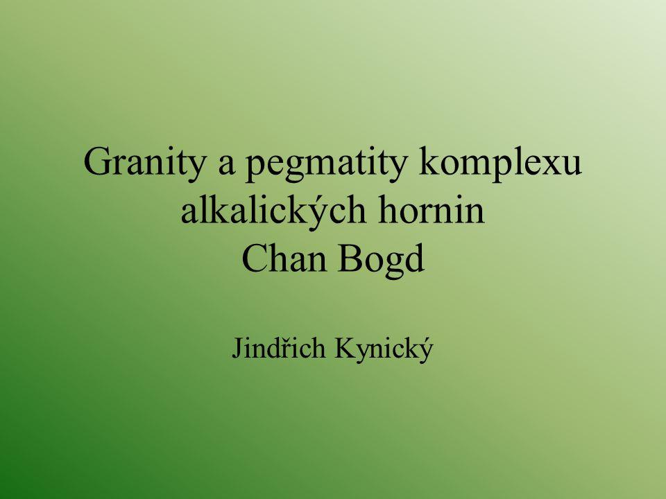 Granity a pegmatity komplexu alkalických hornin Chan Bogd