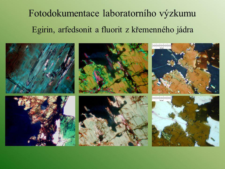Egirin, arfedsonit a fluorit z křemenného jádra