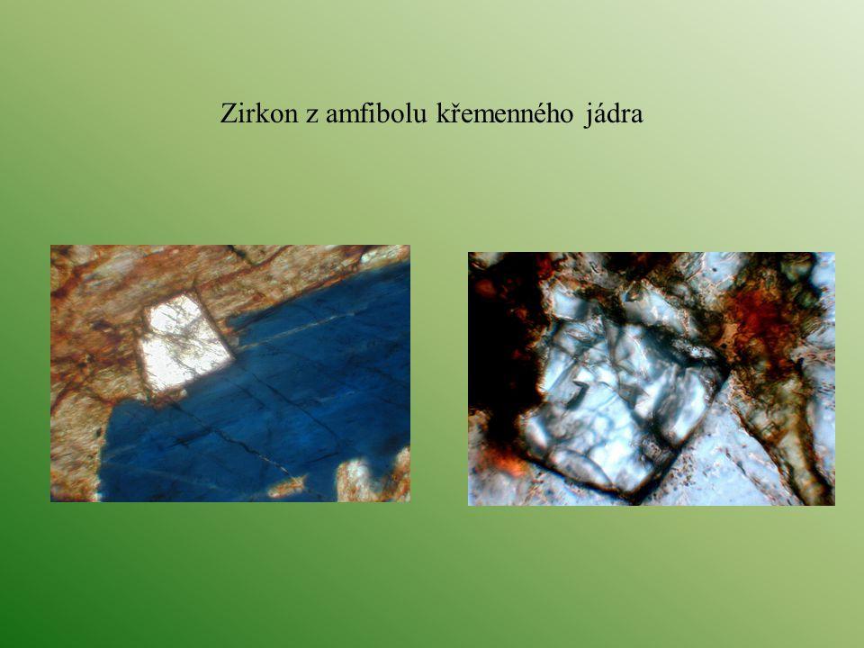 Zirkon z amfibolu křemenného jádra