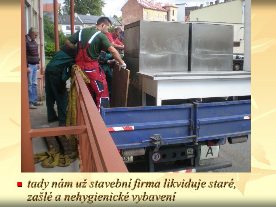 tady nám už stavební firma likviduje staré, zašlé a nehygienické vybavení