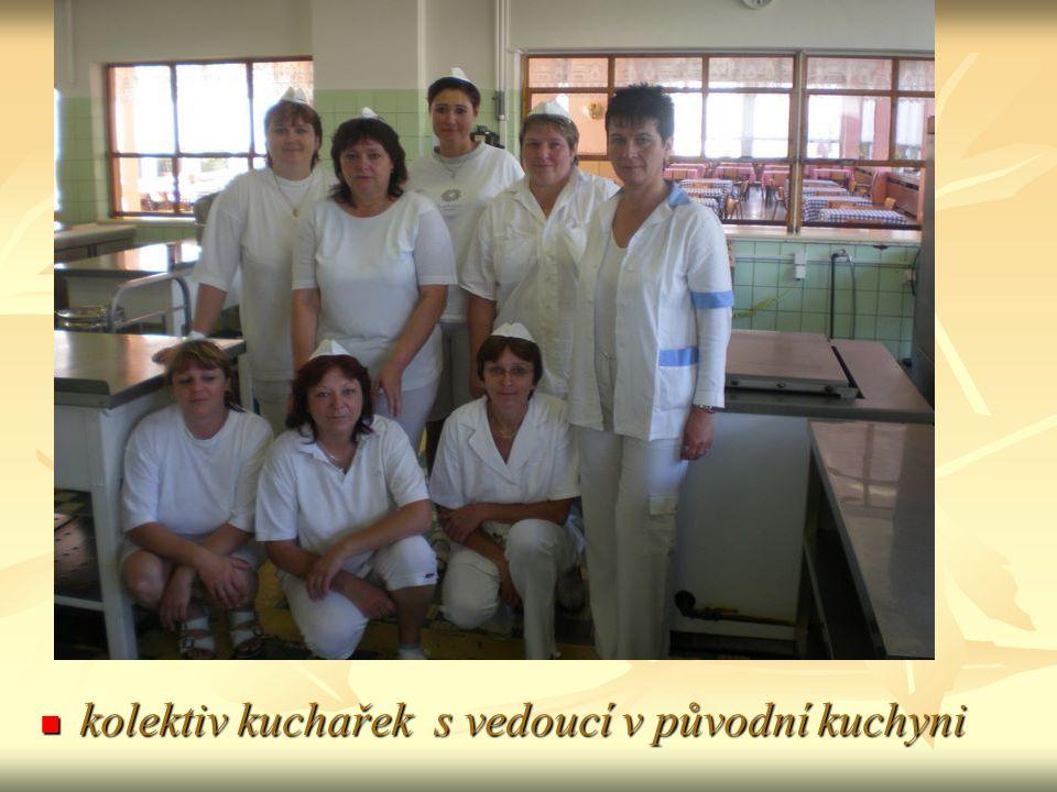 kolektiv kuchařek s vedoucí v původní kuchyni