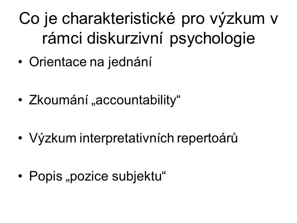 Co je charakteristické pro výzkum v rámci diskurzivní psychologie