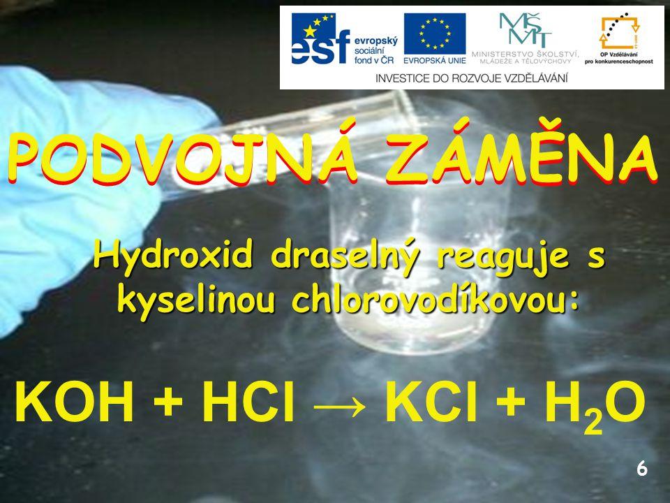 Hydroxid draselný reaguje s kyselinou chlorovodíkovou: