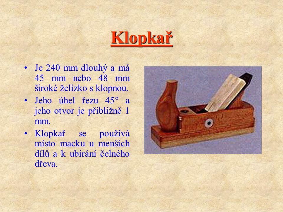 Klopkař Je 240 mm dlouhý a má 45 mm nebo 48 mm široké želízko s klopnou. Jeho úhel řezu 45° a jeho otvor je přibližně 1 mm.