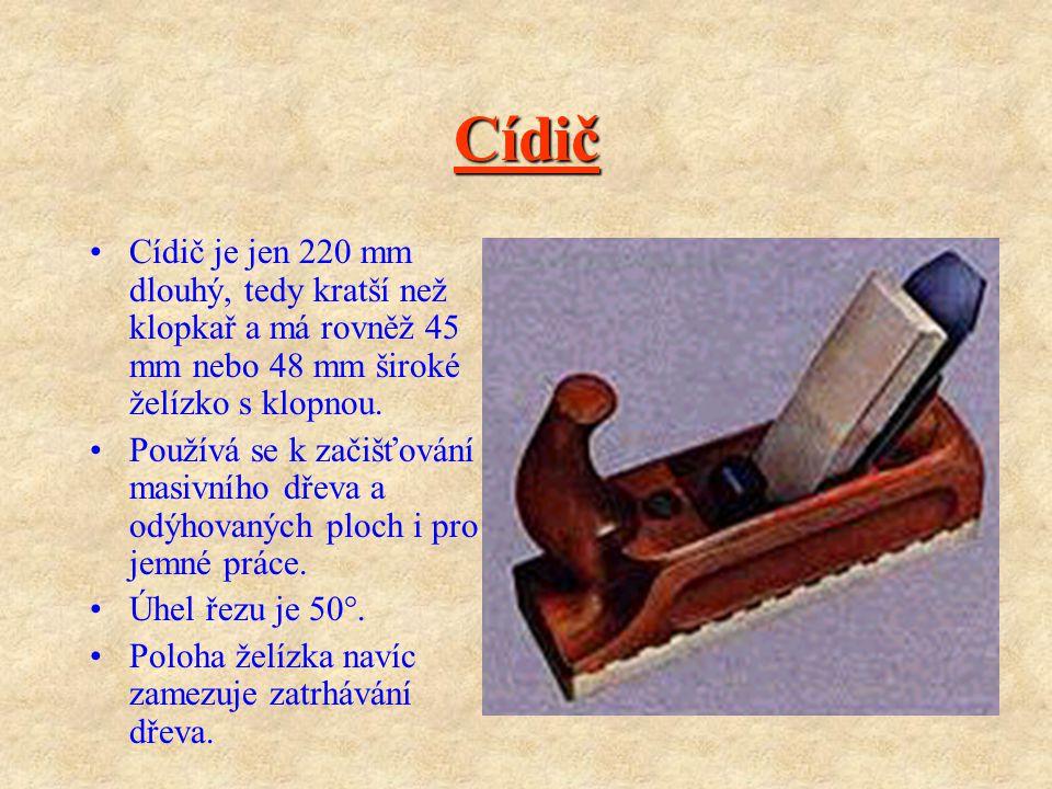 Cídič Cídič je jen 220 mm dlouhý, tedy kratší než klopkař a má rovněž 45 mm nebo 48 mm široké želízko s klopnou.