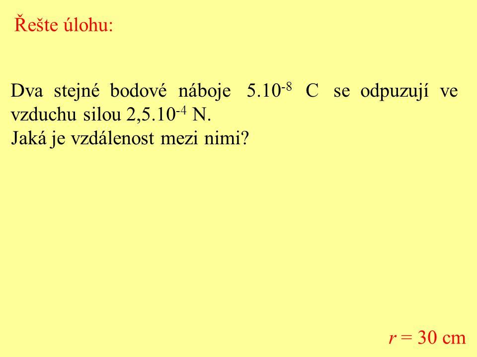 Řešte úlohu: Dva stejné bodové náboje 5.10-8 C se odpuzují ve. vzduchu silou 2,5.10-4 N.