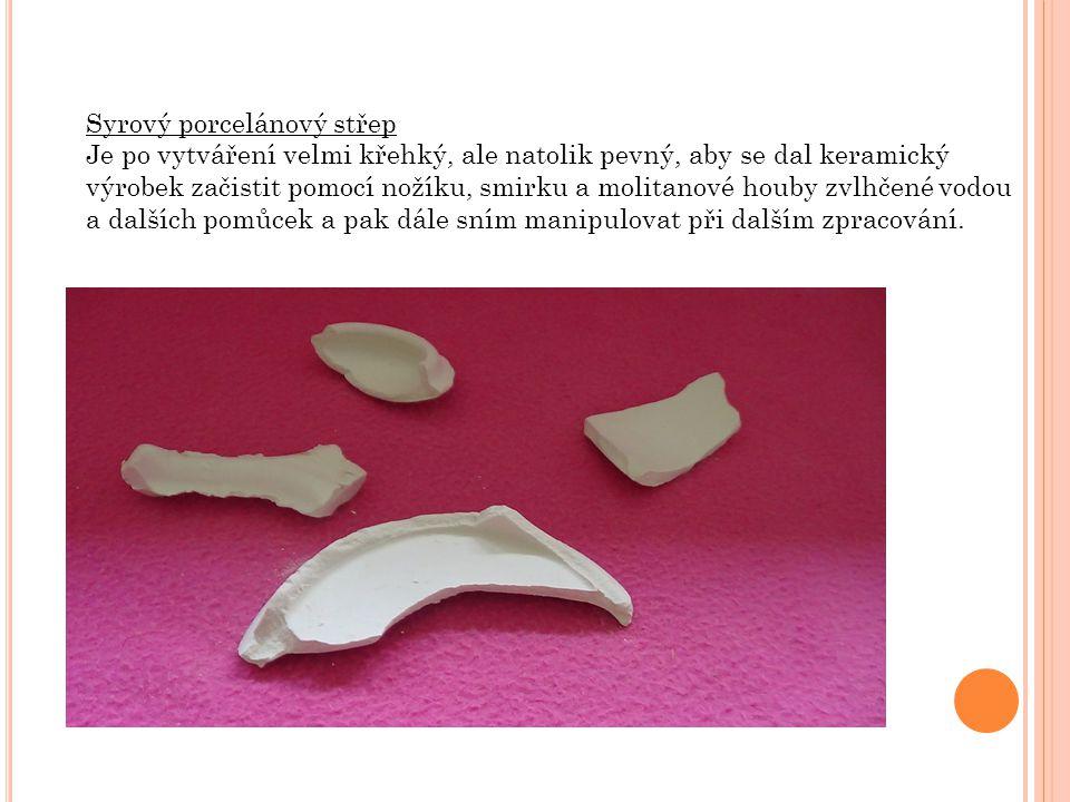 Syrový porcelánový střep