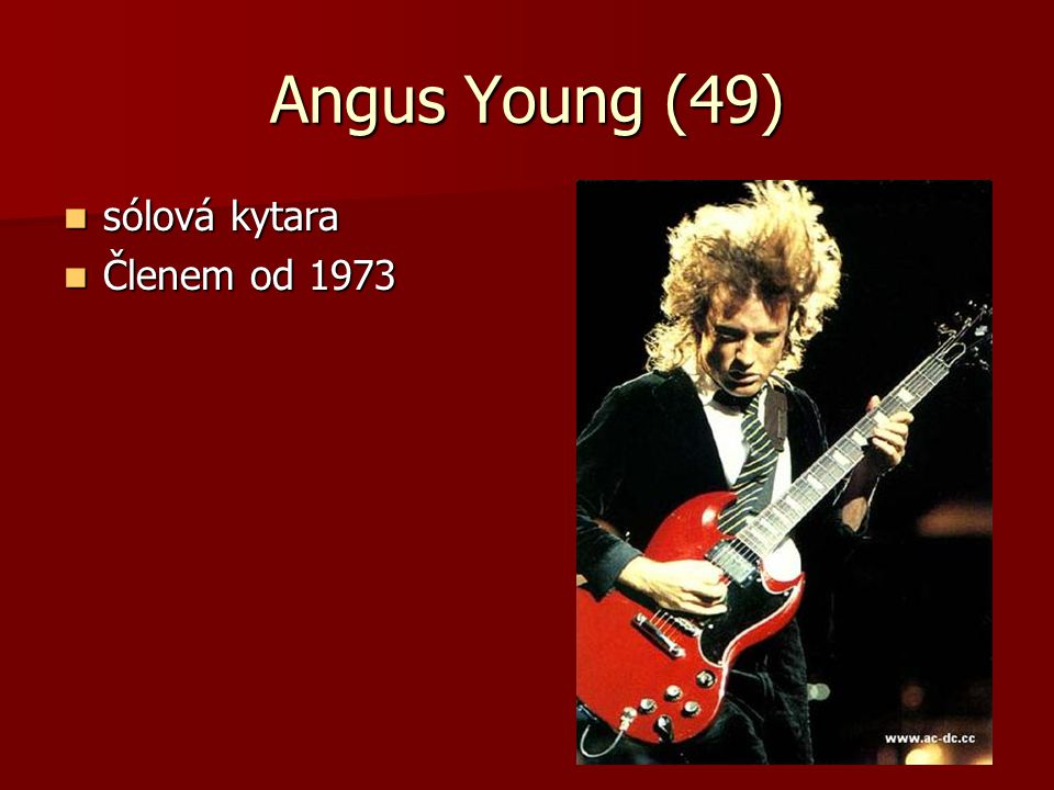 Angus Young (49) sólová kytara Členem od 1973
