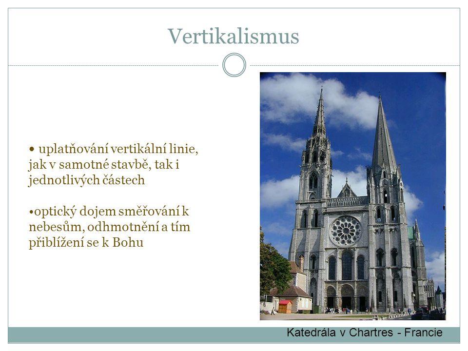 Vertikalismus uplatňování vertikální linie, jak v samotné stavbě, tak i jednotlivých částech.