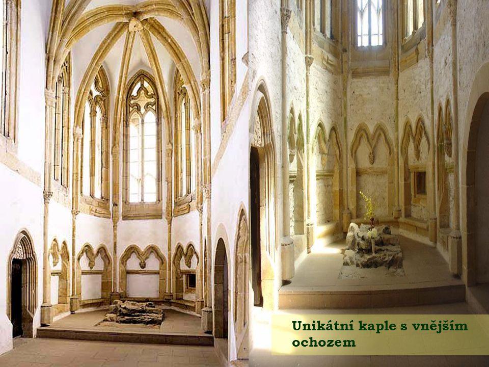 Unikátní kaple s vnějším ochozem