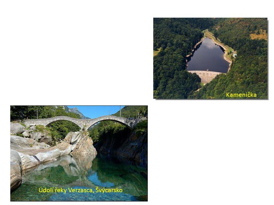 Kamenička Údolí řeky Verzasca, Švýcarsko