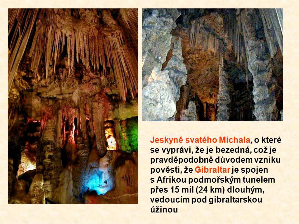 Jeskyně svatého Michala, o které se vyprávi, že je bezedná, což je pravděpodobně důvodem vzniku pověsti, že Gibraltar je spojen s Afrikou podmořským tunelem přes 15 mil (24 km) dlouhým, vedoucím pod gibraltarskou úžinou