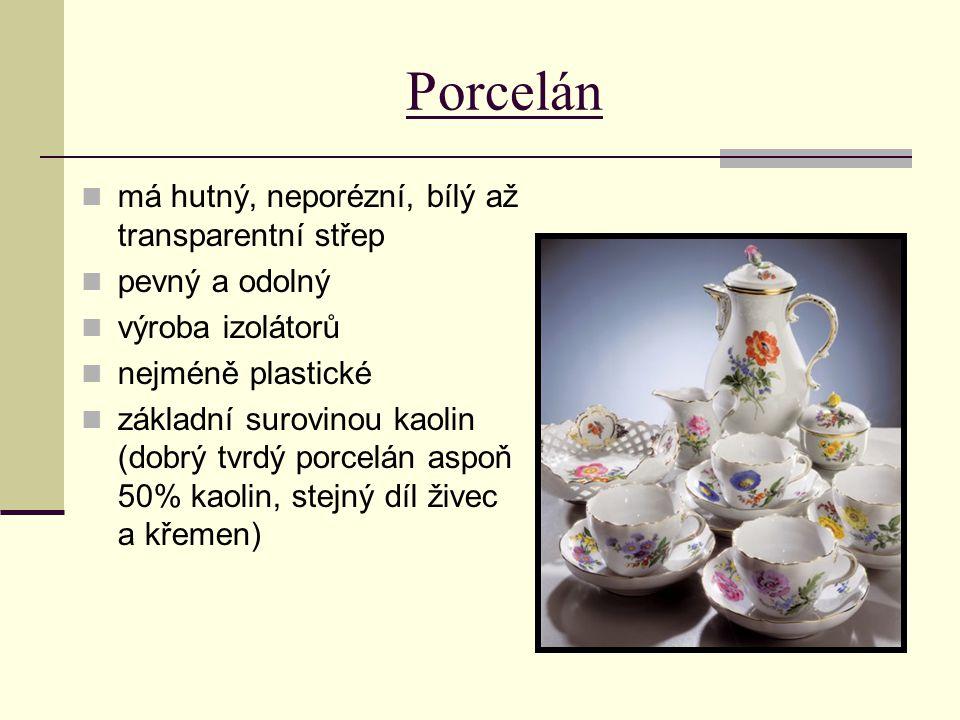 Porcelán má hutný, neporézní, bílý až transparentní střep