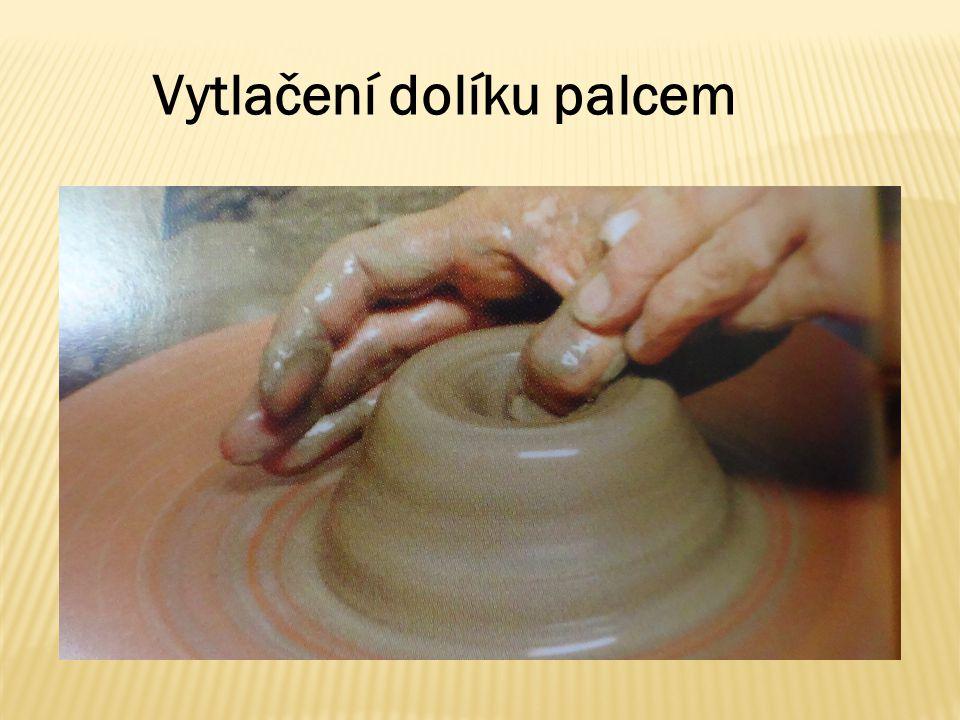 Vytlačení dolíku palcem