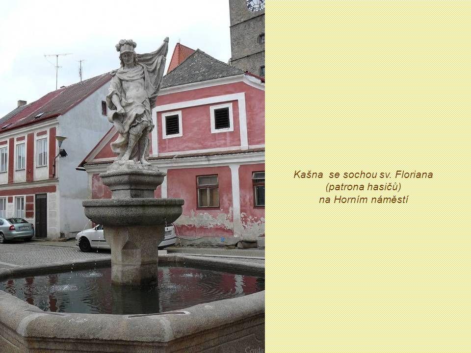 Kašna se sochou sv. Floriana (patrona hasičů) na Horním náměstí