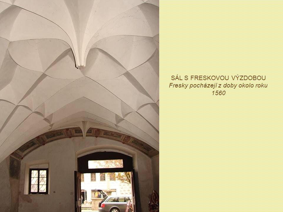 SÁL S FRESKOVOU VÝZDOBOU Fresky pocházejí z doby okolo roku 1560