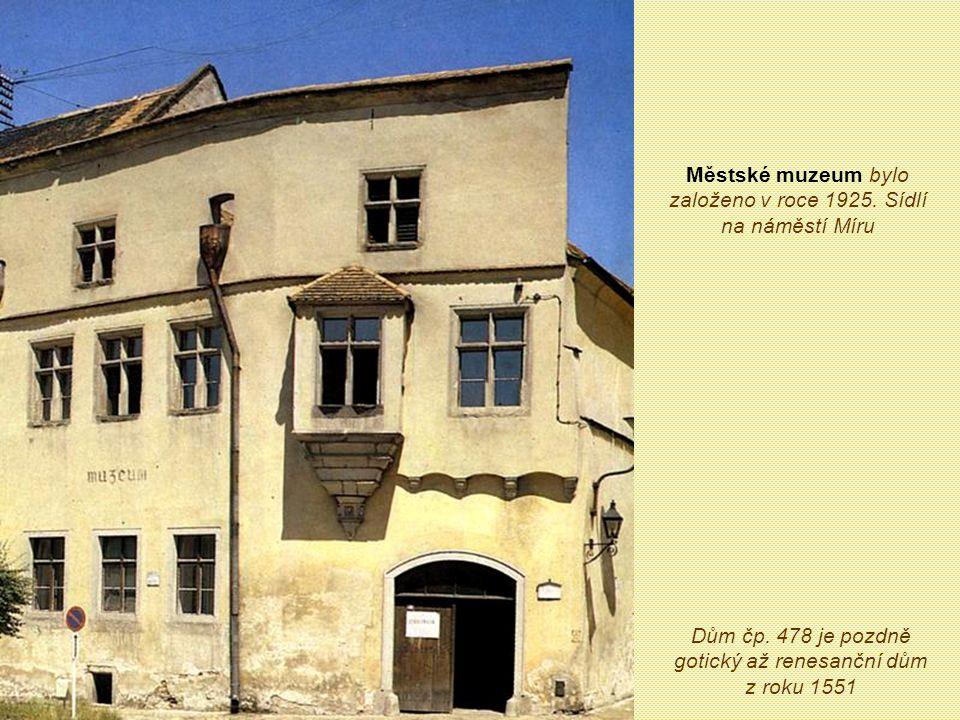 Městské muzeum bylo založeno v roce 1925. Sídlí na náměstí Míru