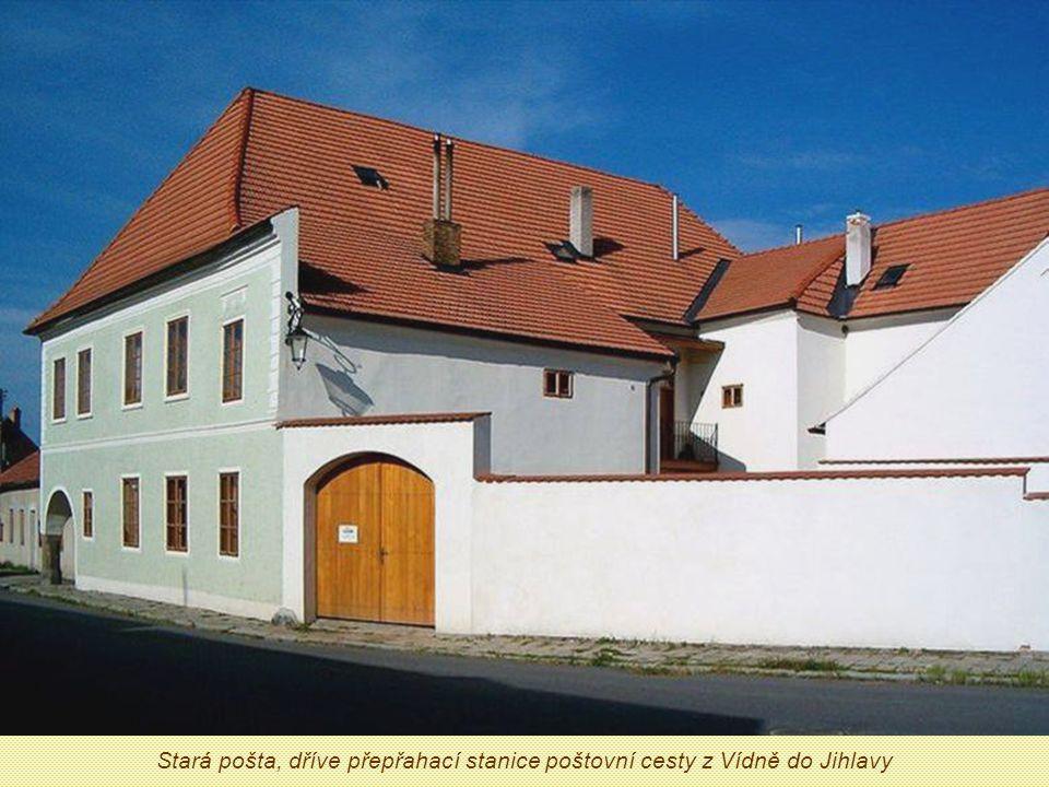 Stará pošta, dříve přepřahací stanice poštovní cesty z Vídně do Jihlavy