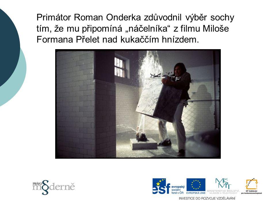 """Primátor Roman Onderka zdůvodnil výběr sochy tím, že mu připomíná """"náčelníka z filmu Miloše Formana Přelet nad kukaččím hnízdem."""