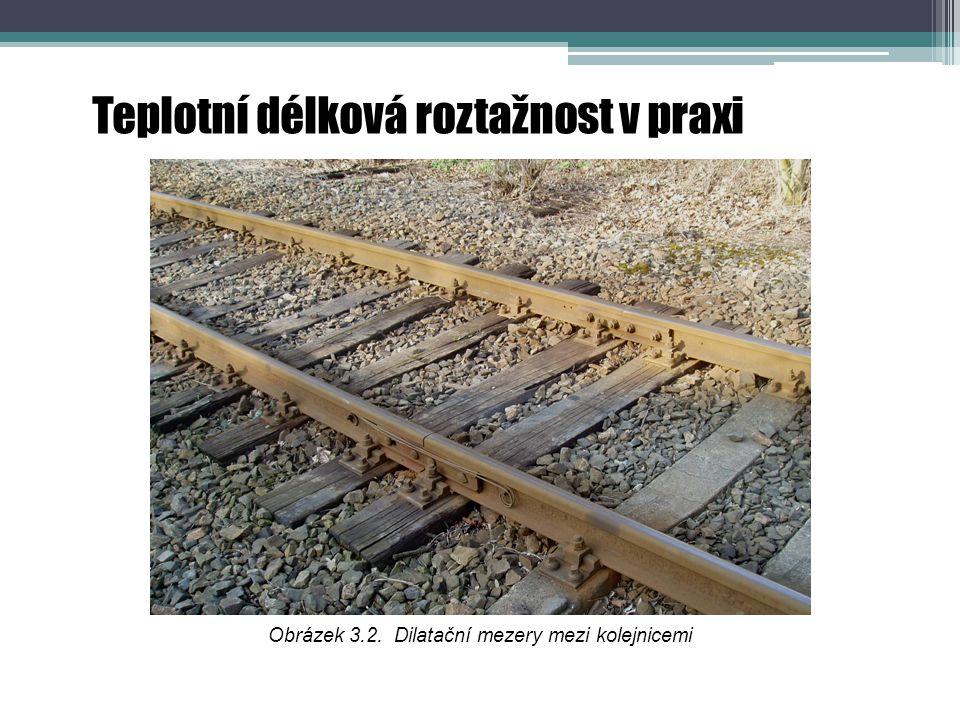 Obrázek 3.2. Dilatační mezery mezi kolejnicemi