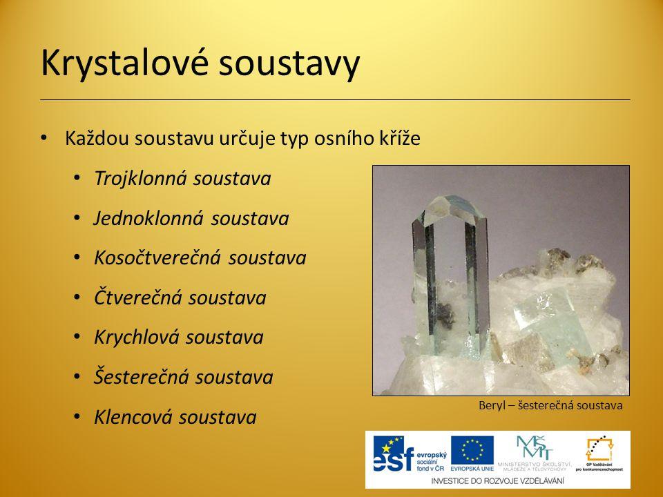 Krystalové soustavy Každou soustavu určuje typ osního kříže