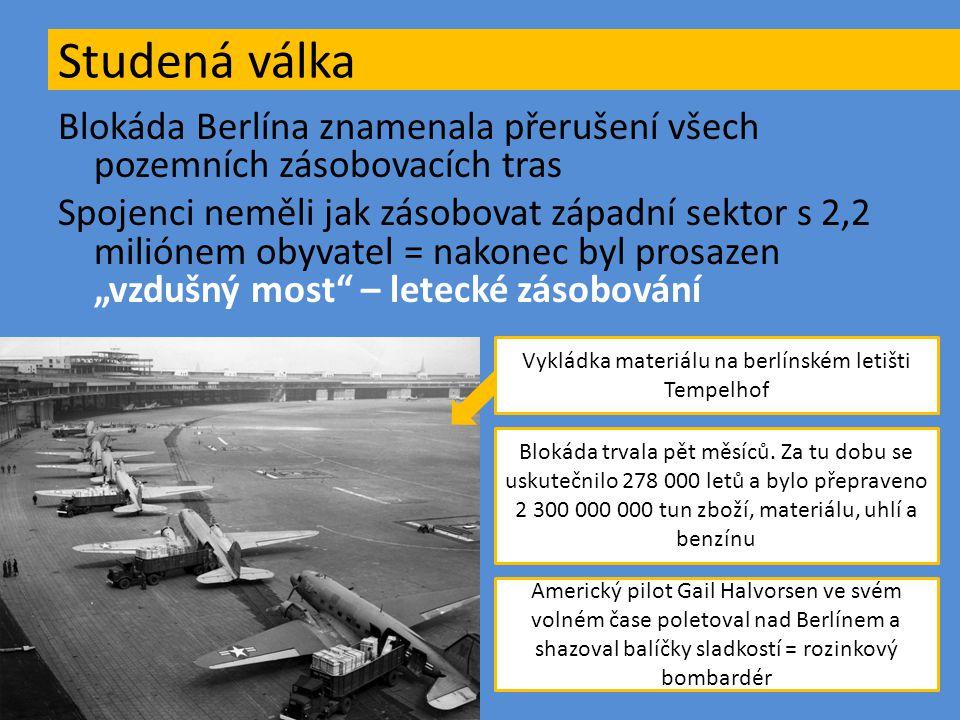 Vykládka materiálu na berlínském letišti Tempelhof