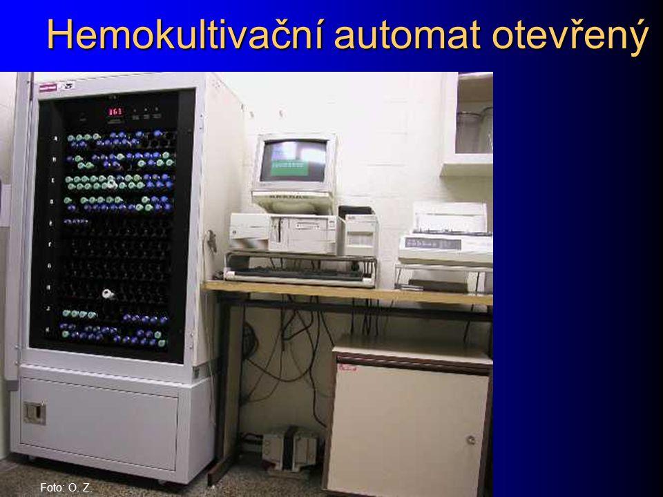 Hemokultivační automat otevřený