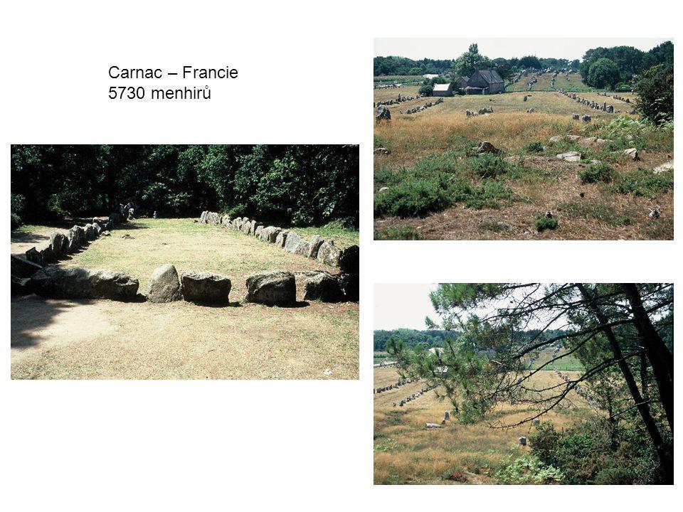 Carnac – Francie 5730 menhirů