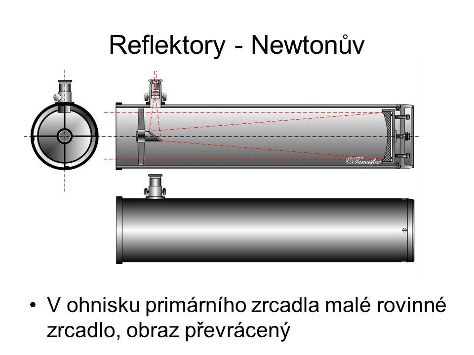Reflektory - Newtonův V ohnisku primárního zrcadla malé rovinné zrcadlo, obraz převrácený