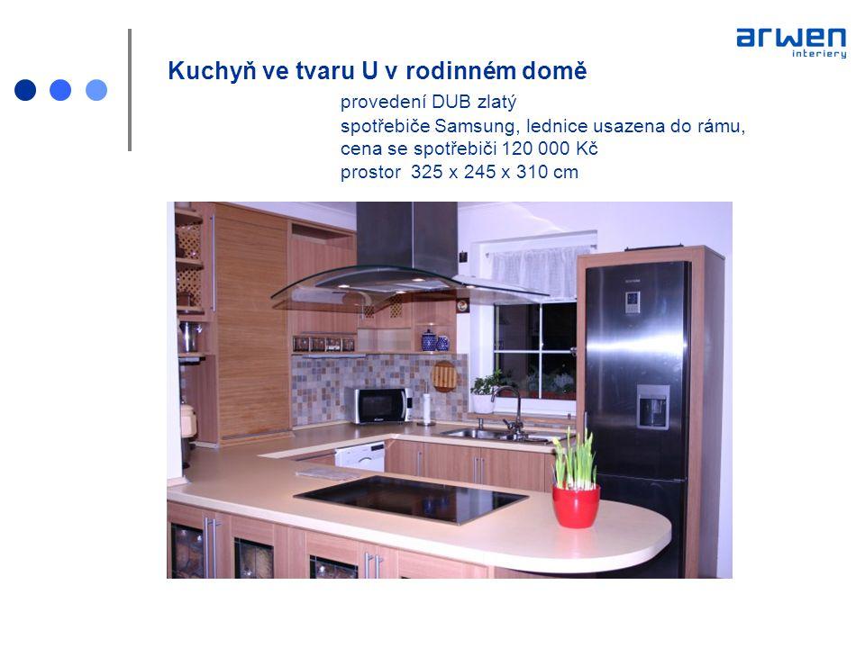 Kuchyň ve tvaru U v rodinném domě. provedení DUB zlatý