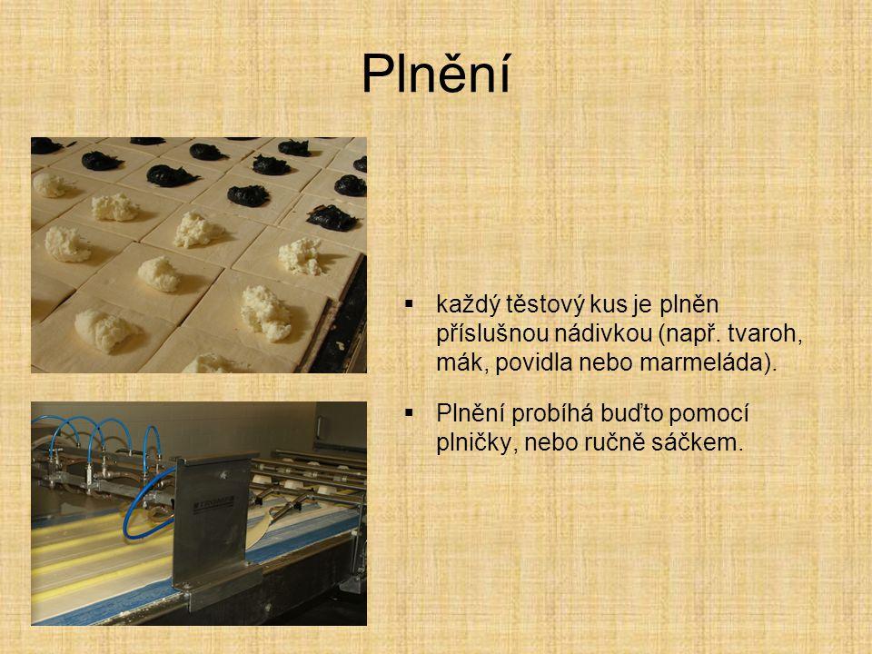 Plnění každý těstový kus je plněn příslušnou nádivkou (např. tvaroh, mák, povidla nebo marmeláda).