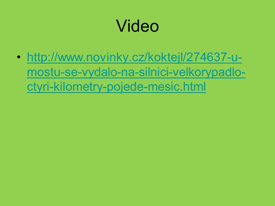 Video http://www.novinky.cz/koktejl/274637-u-mostu-se-vydalo-na-silnici-velkorypadlo-ctyri-kilometry-pojede-mesic.html.